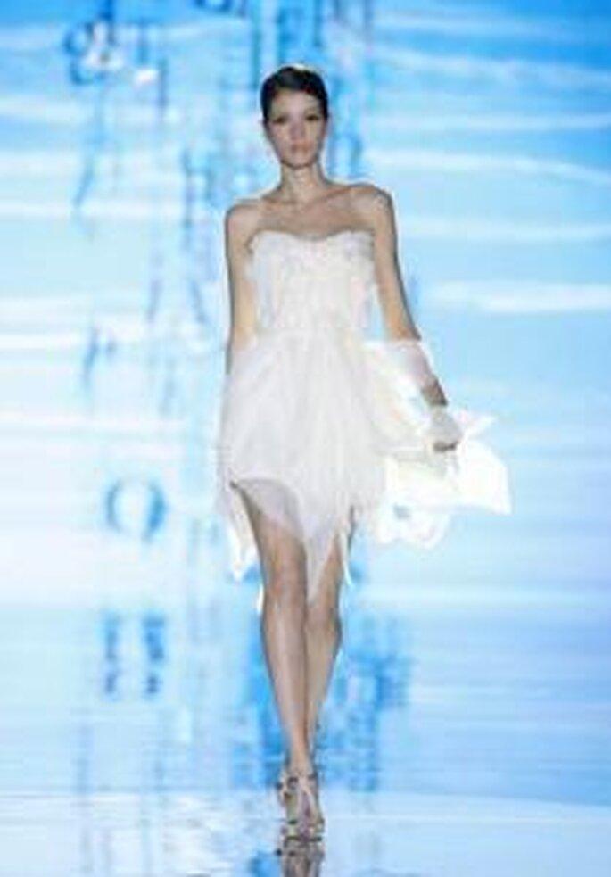 Pepe Botella 2010 - Vestido corto en gasa, de líneas irregulares y asimétricas