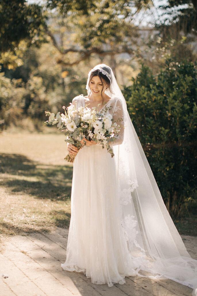 Vestido de noiva: Charlie Brear para Hope x Page - Foto: Aloha Fotografia