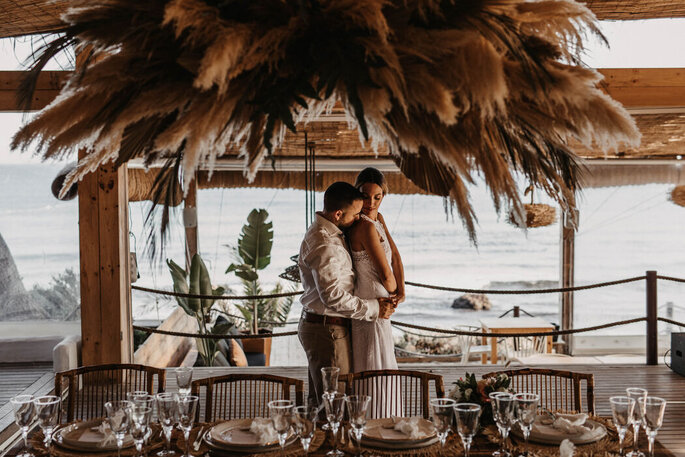 Beso lugar celebración boda mar