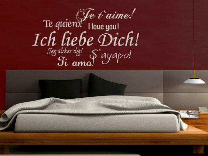 """Wandtattoo: """"Ich liebe Dich"""" in verschiedenen Sprachen. Foto: wandtattoos.de"""
