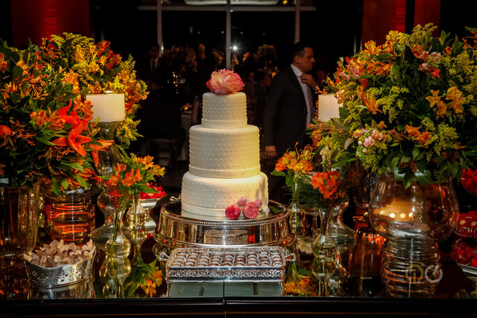 Mesa do bolo do casamento
