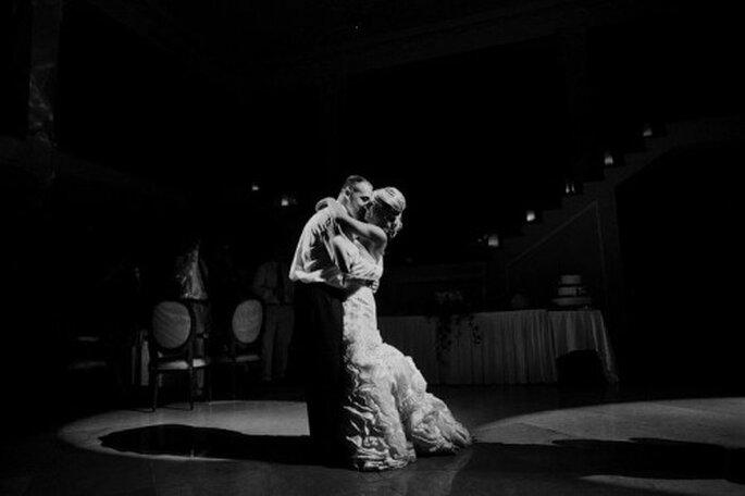 Foto romántica del primer baile como esposos - Foto Samuel Luna