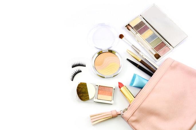 Un kit d'urgence parfait pour une jolie mariée - Shutterstock
