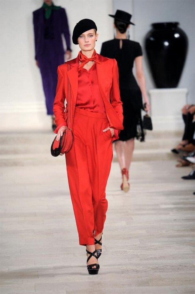 Traje en color rojo intenso para boda - Foto Ralph Lauren