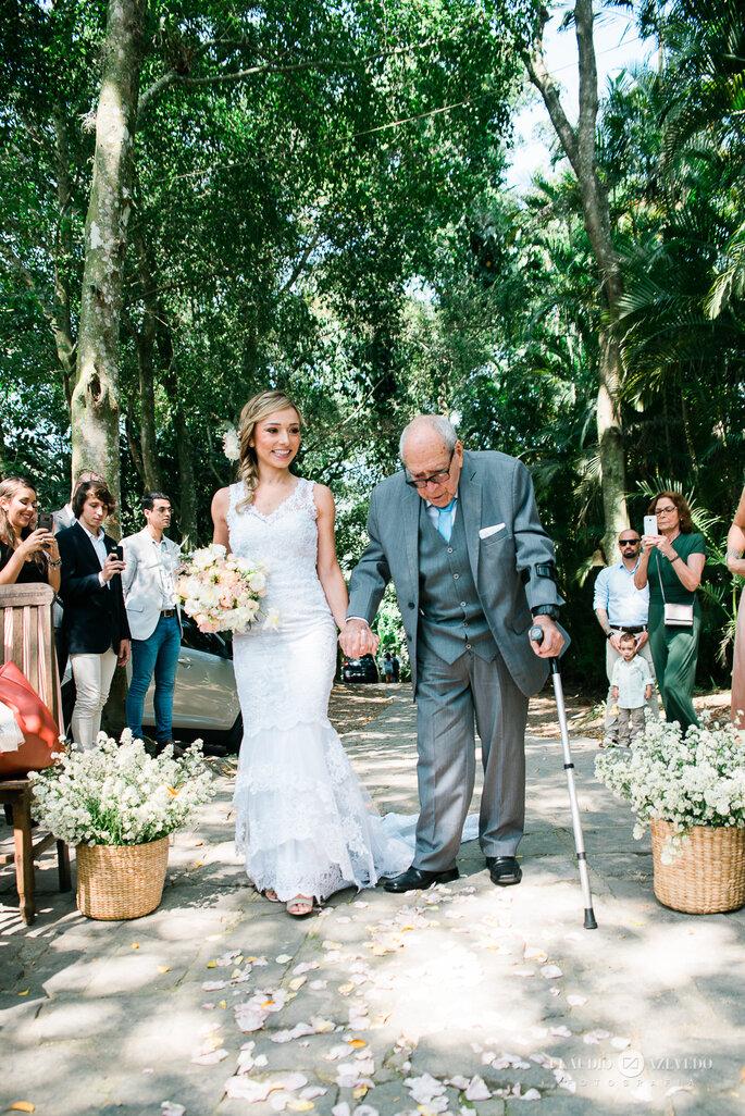 Noiva e seu avô rumo ao altar