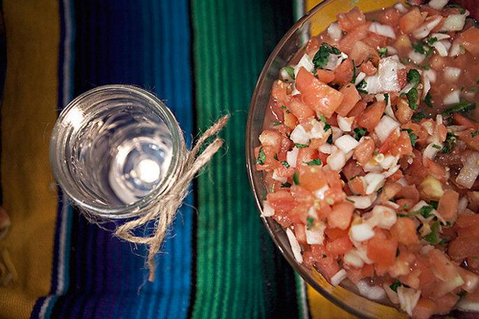 Una ensalada de vegetales con un aderezo ligero de limón, aceite de oliva y especias no solo es saludable, también se ve deliciosa. ¡Todo entra por los ojos! Foto: Sarah Culver Photography - www.sarahculver.com