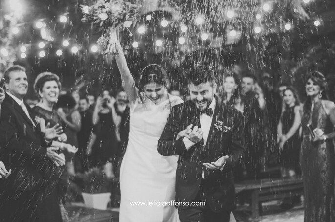 Saída dos noivos com chuva de arroz