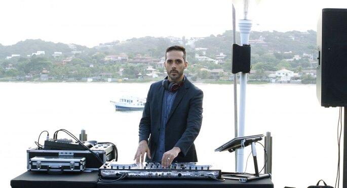 DJ e produtor musical com experiência em casamentos