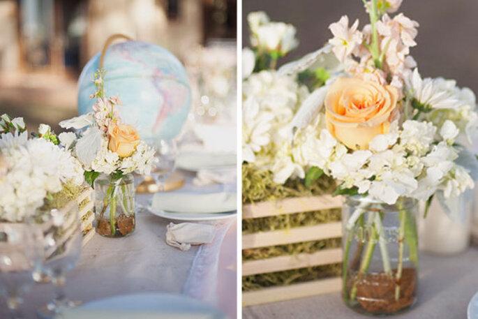 Blumen und spielerische Accessoires auf Ihrem Hochzeitstisch - Foto Christa Elyce Photography