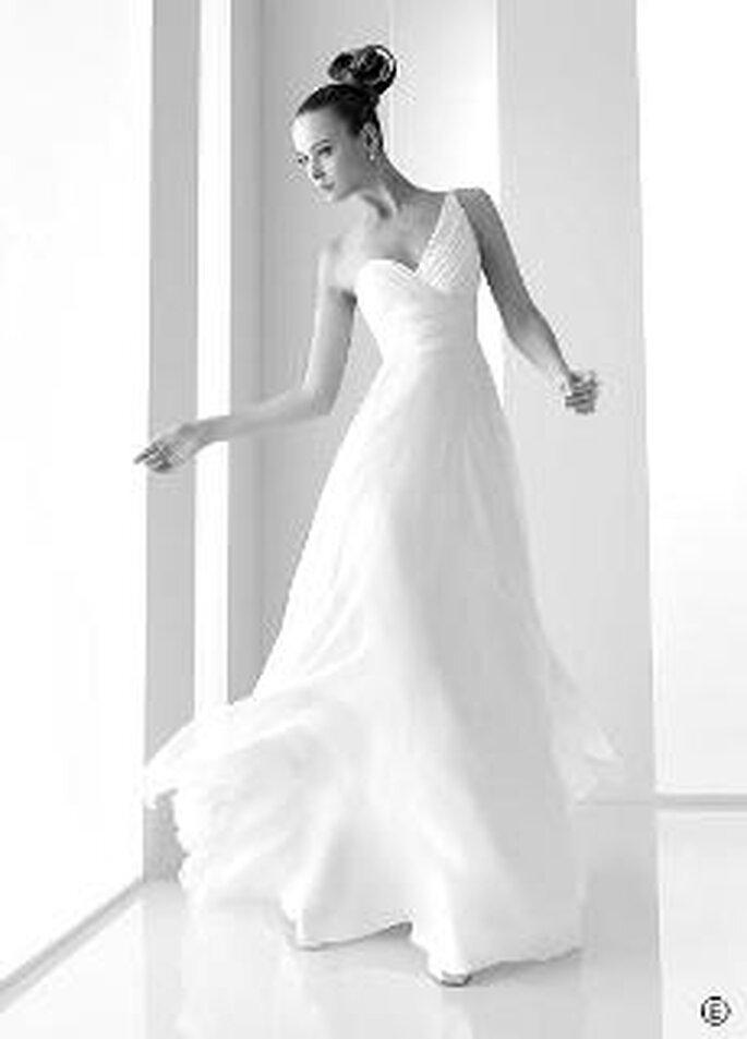 Rosa Clará 2010 - Rina, vestido largo en voile de seda natural, escote corazón transversal drapeado
