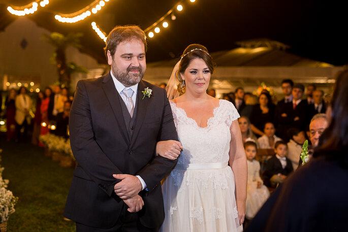 lindo vestido de noiva acinturado