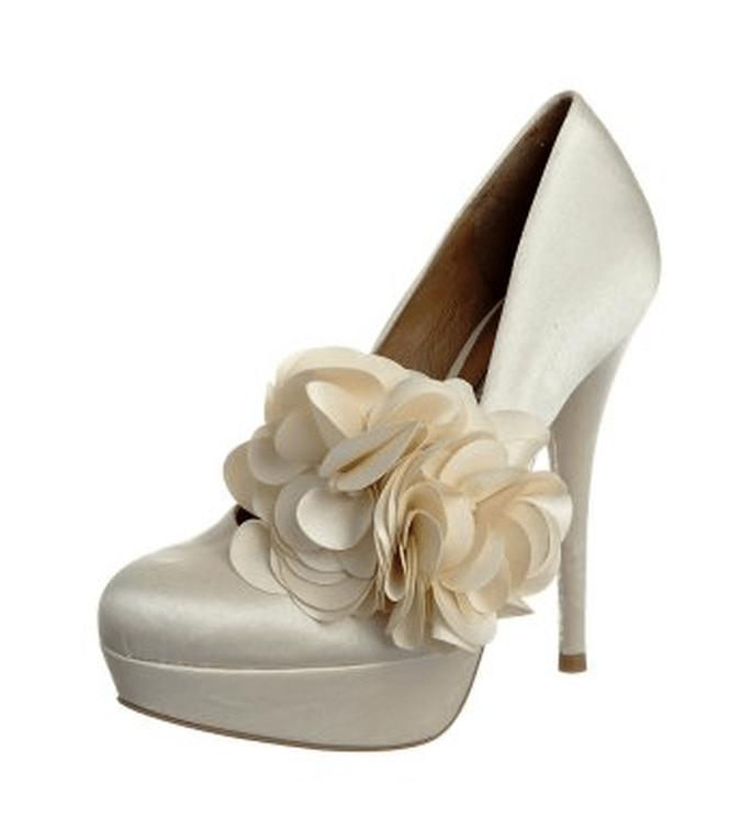 Bumen-Verzierungen am Schuh sind auch bei Buffelo Thema – Foto: buffalo