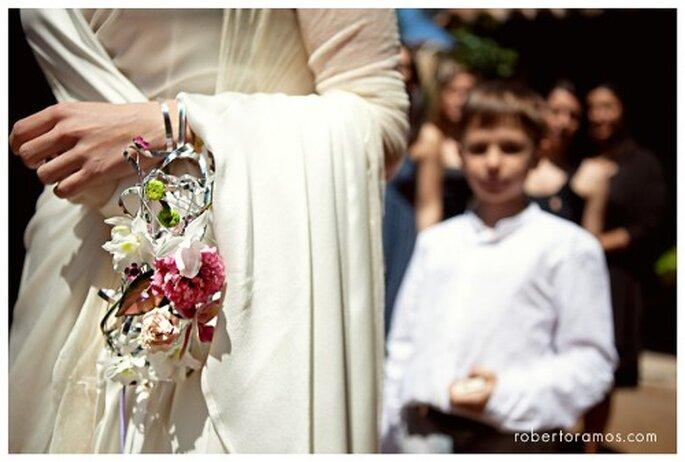 Ramo de novia y brazalete. Fotografía Roberto y María