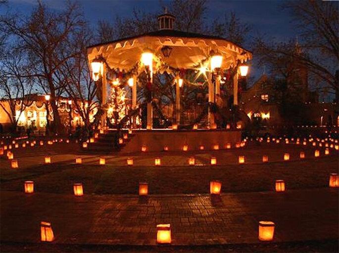 Kiosko lleno de lamparas de luz - Foto: Globos de Luz