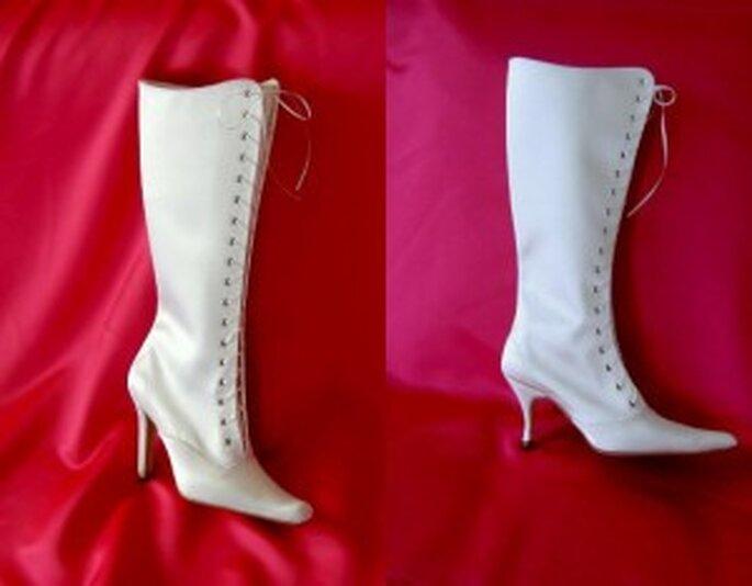 Dos diseños de botas para novias de invierno. De Elegant Wedding Shoes