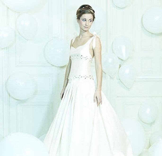 Collection de robes de mariée Valérie Devillers - Hellebore : mikado de soie brodée de cristaux Swarowski
