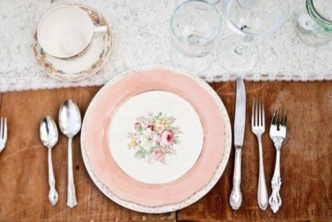 Elige una mantelería o cristalería en color rosa pastel para tu boda - Foto Meghan Christine Photography