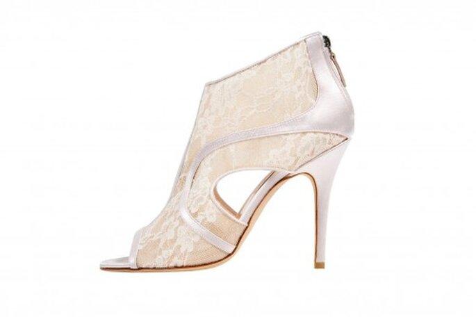 Zapatillas de novia estilo botín con punta abierta para bodas 2014 - Foto Monique Lhuillier