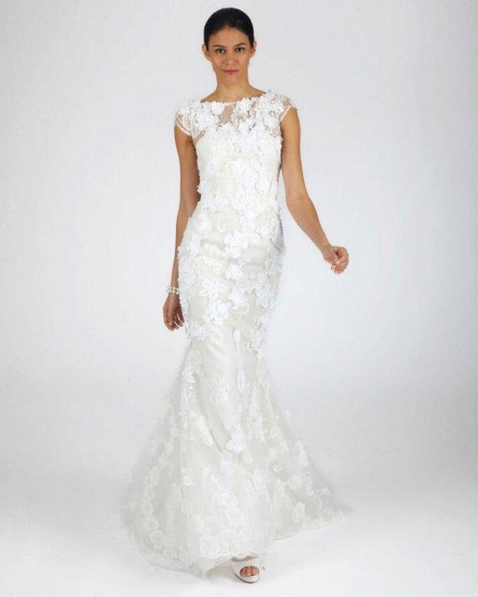 Vestido de novia para otoño con corte simple, mangas cortas y detalles en relieves con transparencias - Foto Oscar de la Renta