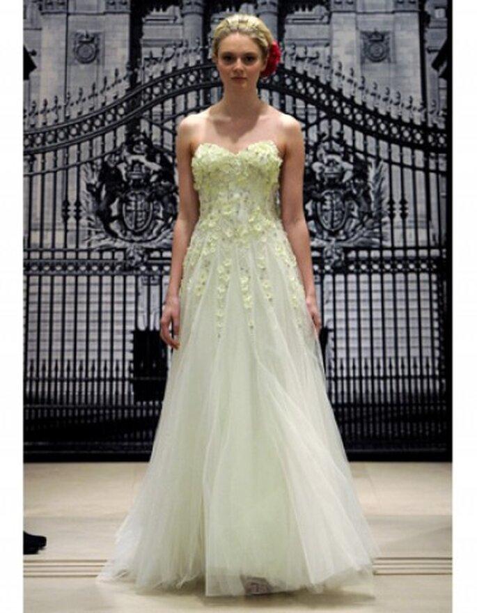 Vestido de novia en verde pálido, escote en corazón, falta de tul con degradado del bordado en organza