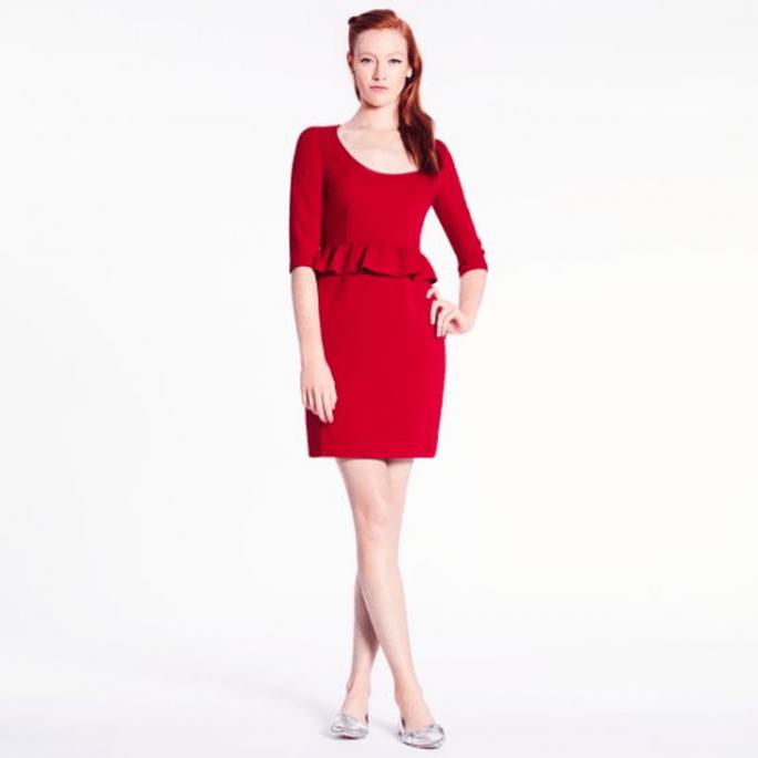 Vestido corto en color rojo con silueta peplum para agregar a tu mesa de regalos Zankyou - Foto Kate Spade