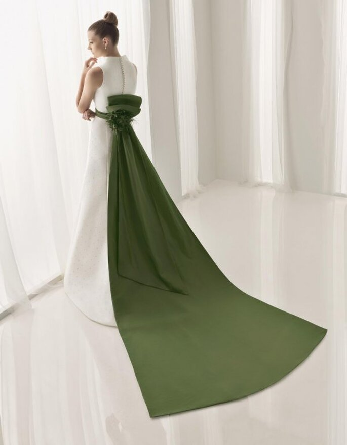 Vestido con cola verde Aire Collection