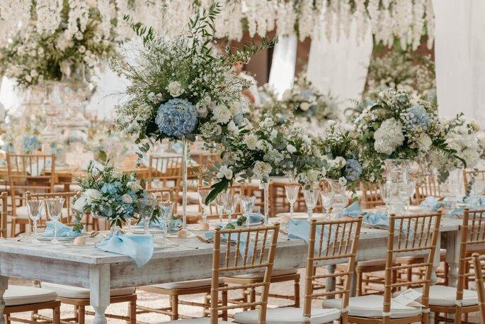 L'Asso dei Fiori - fiori bianchi e azzurri centrotavola