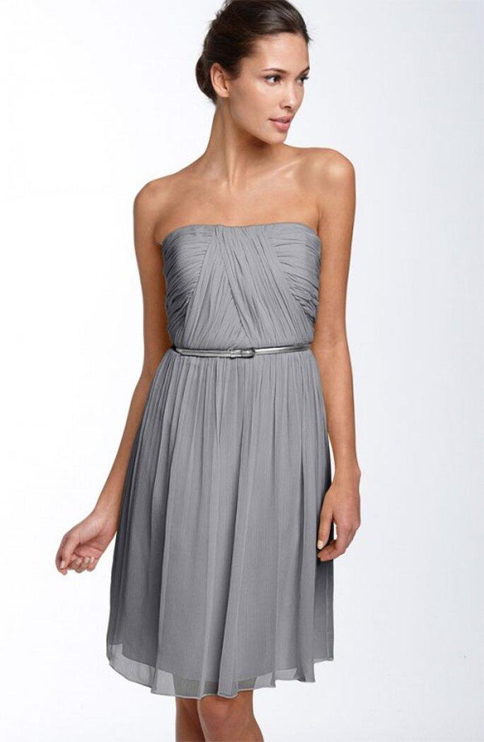 Vestido corto en color gris claro para invitadas a una boda - Foto Nordstrom