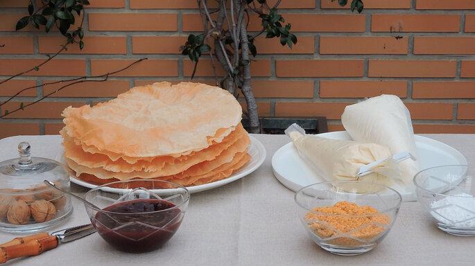 Montaje tarta árabe. Foto: Aldovea Catering