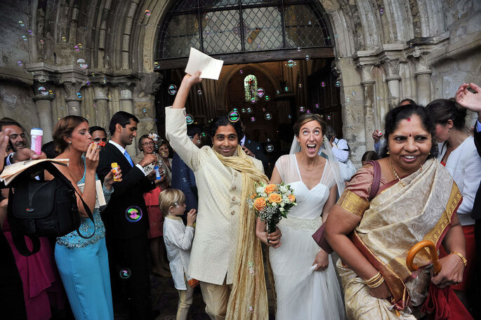 La sortie d'église d'un mariage mixte