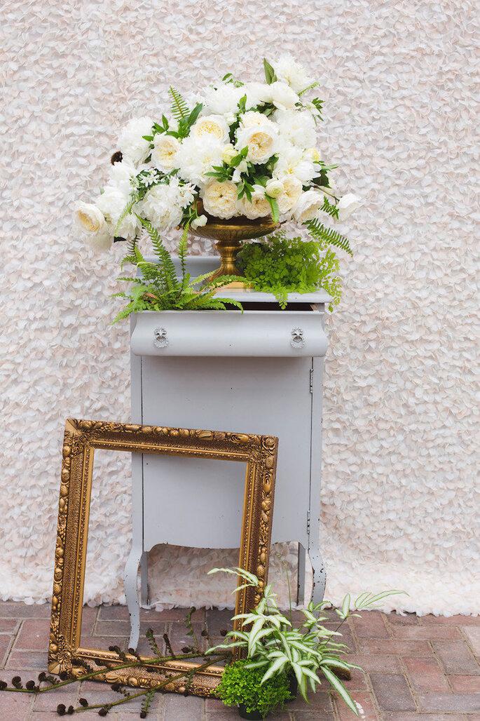 Decoración de boda con marcos y portarretratos - Annabella Charles Photography