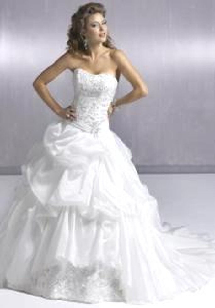 Maggie Sottero 2009 - Cambria Marie, vestido largo corte princesa, escote palabra de honor forma de corazón. Falda con flecos