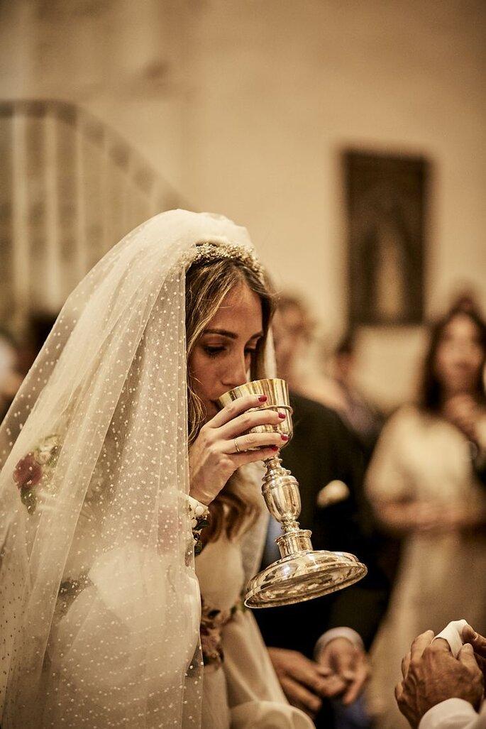 Braut in der Kirche Eucharistiefeier