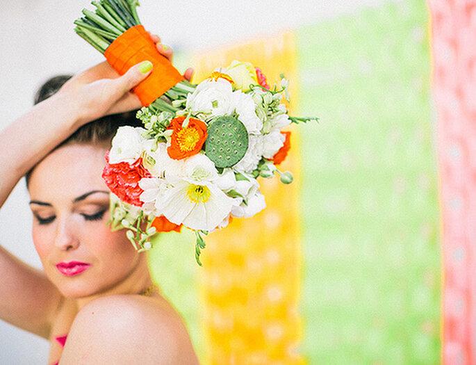 Ramo de novia con flores en colores brillantes. Foto: