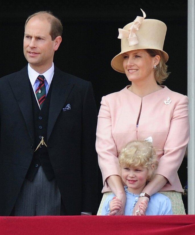 http://magazine.zankyou.com/br/wp-content/uploads/2011/04/Lady-Louise-Windsor-age-seven-the-daughter-of-The-Earl-and-Countess-of-Wessex.-She-is-Prince-William%E2%80%99s-cousin..jpg