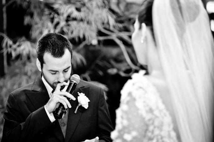 noivo se emociona com votos de casamento