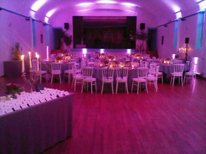 Créer une lumière d'ambiance : une bonne idée pour la décoration de mariage - Photo : MS AND JO