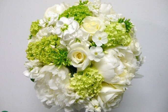 Green and white flowers, image courtesy of The Flower Lounge