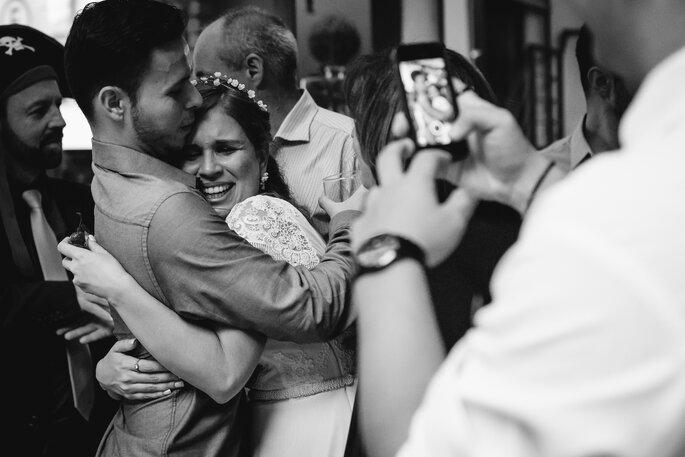 Duplo registro da noiva emocionada