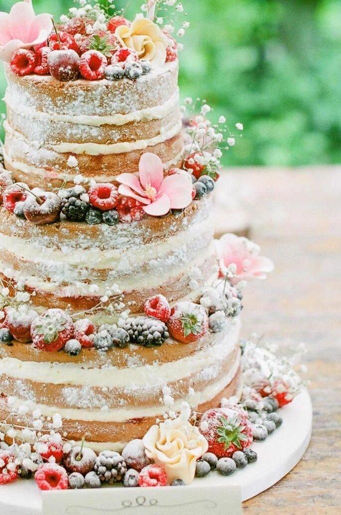 Hochzeitstorte Naked Cake Frühling mit Beeren