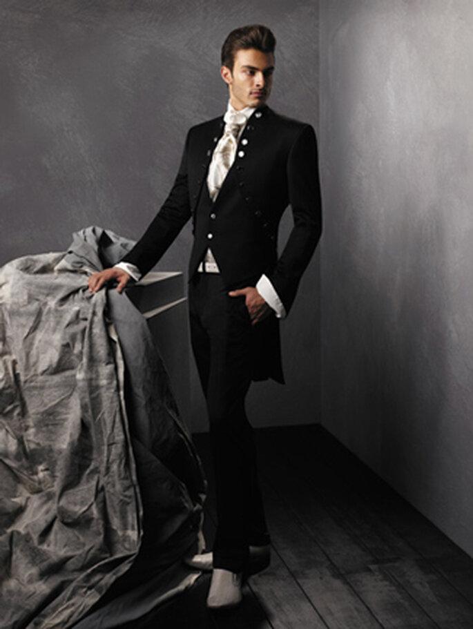 Edler Hochzeitsanzug in tiefem schwarz.