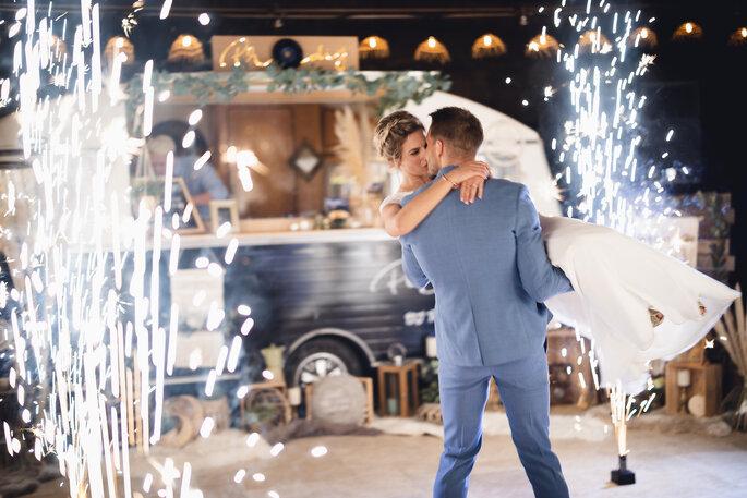 Mariage bohème chic inspiration mariés heureux et amoureux