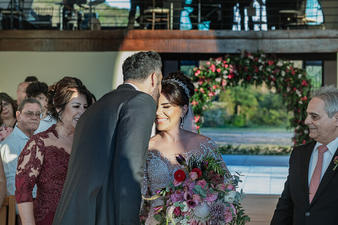 noivos na cerimônia