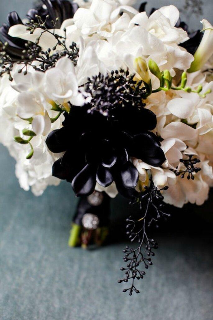 Fiori Bianchi E Neri.Bouquet Bianchi E Neri