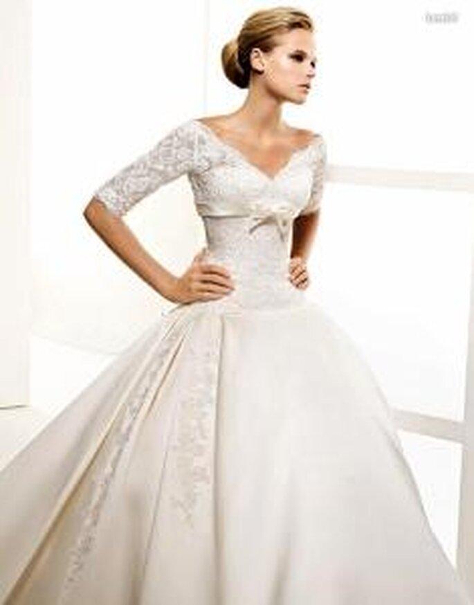 La Sposa 2010 - Lendel, langes Prinzessinnenkleid aus Spitze und Seide mit Ärmeln, V-Ausschnitt, unter der Brust geschnürt