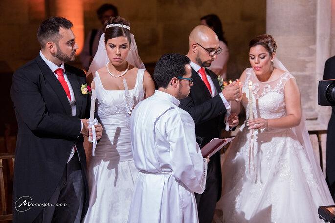 Noivos aguardam início de casamento coletivo em Portugal