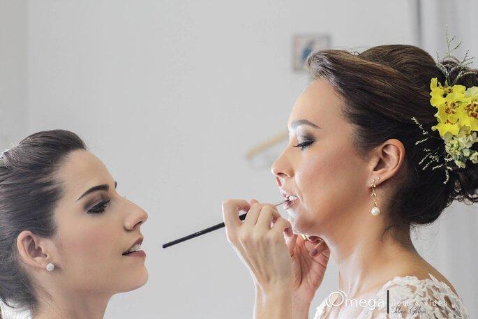 Maquiagem deve harmonizar com o vestido e acessórios