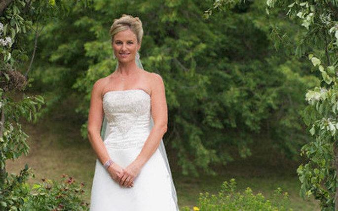 El blanco de tu vestido contrasta divinamente con el verde