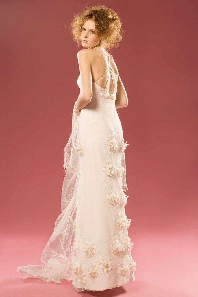 Lignes épurées, coupes raffinées et jolies matières caractérisent les robes de mariée Aurélie Cherell 2014