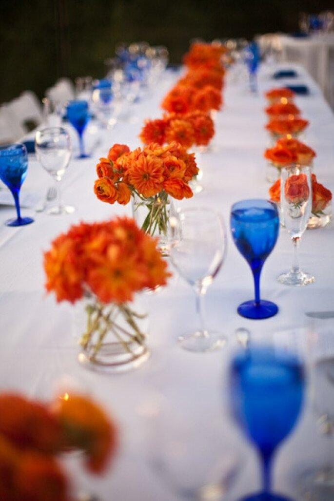 El toque azul perfecto en la cristalería de tu boda - Foto Muse Photography